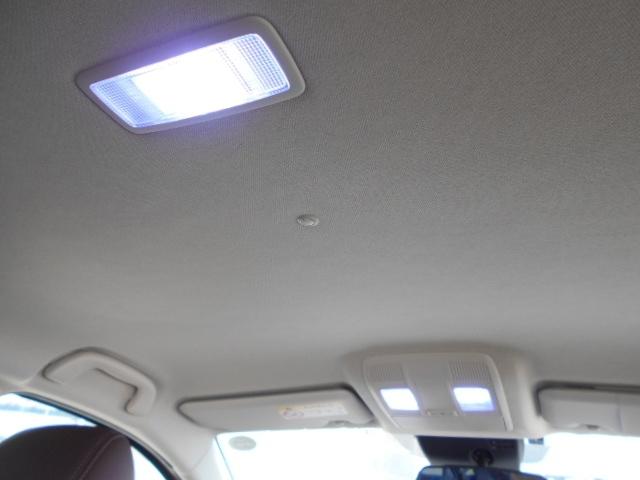 LEDのルームランプでバッテリーの負担も少なく車内を明るく照らします!
