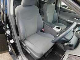 シート座面の高さが乗降り時にちょうどいい高さとワイドな視界のドライバーズシート