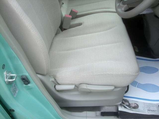 運転席シート上下調節できます