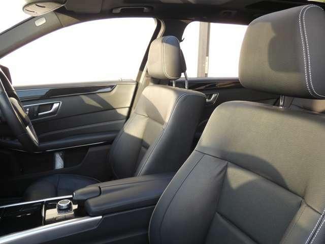 上質な本革を使用したブラックレザーシートを採用!ランバーサポートやメモリー機能付きパワーシート、前席後席共にシートヒーターも装備しており快適なドライブをお過ごし頂けます!TEL047-390ー1919