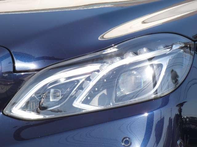すべてのライトにLEDを使用したLEDハイパフォーマンスヘッドライト!走行状況や天候に応じて最適なモードを自動で選択するインテリジェントライトシステムやアダプティブハイビームシステムも搭載!!