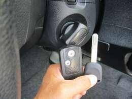 キーを携帯するだけでドアロックorアンロックはもちろん、キーをささずにノブを回すだけでエンジンの始動もできます