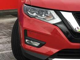 LEDヘッドランプは、明るく照らし夜間の安全運転をサポートしてくれます。