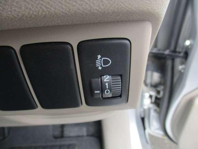 重い荷物で車体の後ろが沈んだ時に、ライトの照らす方向を修正することが出来るライトレベライザー!対向車からパッシングされなくて済みます
