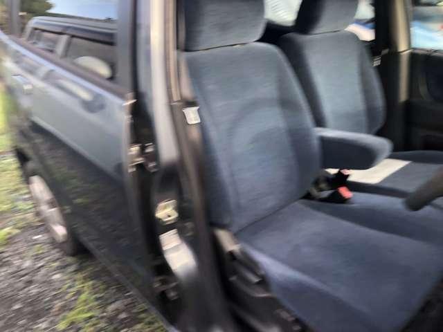 助手席です!広さなどから同乗者も安心できますね!