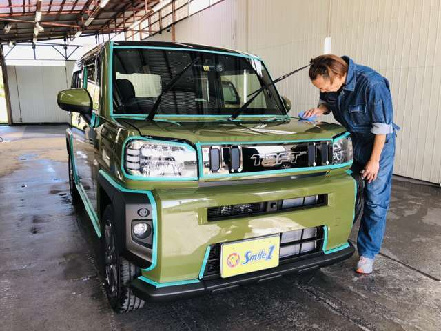 スマイルセットNo.8 【ボディグラスコーティング】きれいな新車の状態を長く保つためにボディグラスコーティングを施工してご納車いたします。ちょっとした汚れや砂ぼこりなら水で流すとピカピカに☆