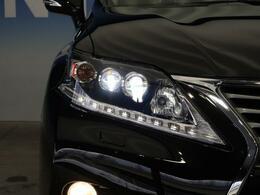 ●レクサスと言えば三眼LEDヘッドライト『ハロゲンの数倍の明るさを誇る高寿命LEDヘッドライトで、安全運転を支える良好な視界を!』