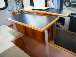☆キッチンカウンターには脱着可能なテーブルも装備しております☆