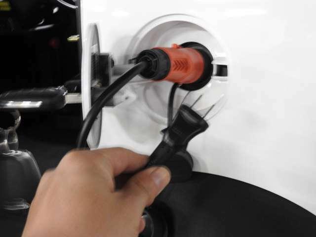充電は家庭用100V電源でOK♪フル充電にかかる時間は『鉛バッテリー仕様』で約6~8時間。『リチウムバッテリー仕様』で約4~6時間♪フル充電にかかる電気代はたったの約150円♪