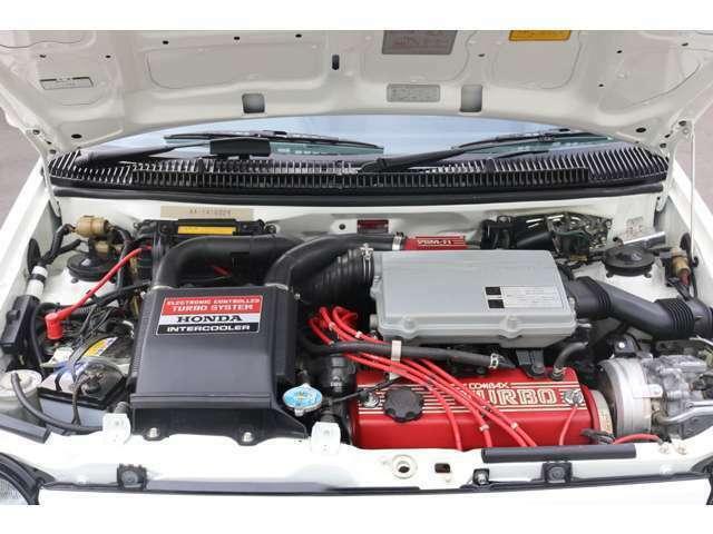 インタークラー付きターボエンジン エンジンルームも徹底清掃と腐食部品は再めっき処理など綺麗に仕上げています。ヘッドカバー塗装済みです。