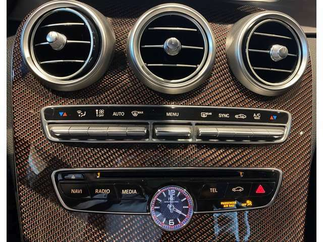 レッドカーボンのインテリアトリムはエディション1以外では手に入らない装備です。