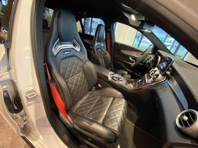 レッドステッチの入ったAMGパフォーマンスシートとレッドカーボンのインテリトリムもエディション1専用の装備しておりとてもスポーティーな外装です。