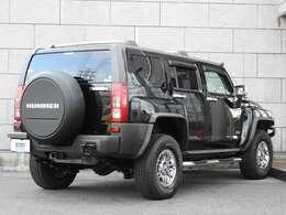 軍用車メーカーであるハマーがラインナップした日常用SUV。他社には出せない武骨で力強いデザインが特徴です。