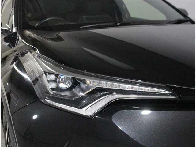 暗い夜道を明るく照らすLEDヘッドランプ!とても明るいので歩行者にも気付かれやすく夜のドライブの安全面も向上します!