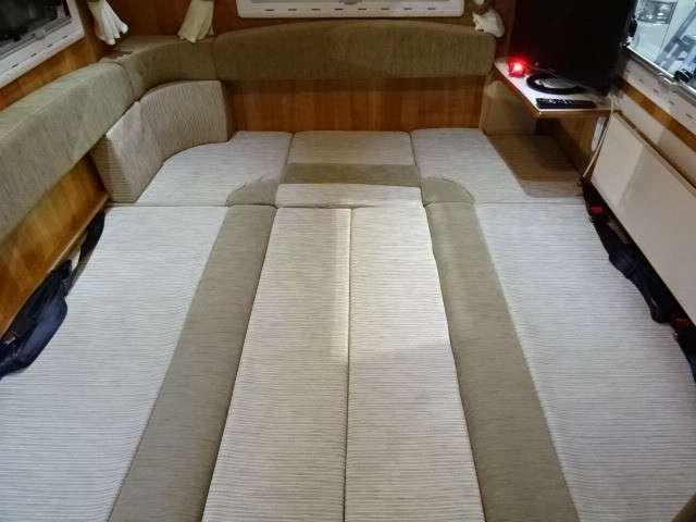 フロアベッド寸法180×175センチ☆大人の方が3名就寝いただけます。