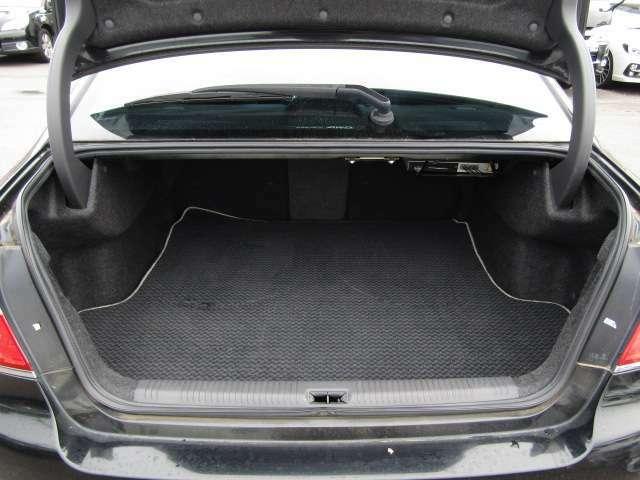 トランクフロアマット付きでトランク内もきれいな状態を保っていますのでご安心下さい。