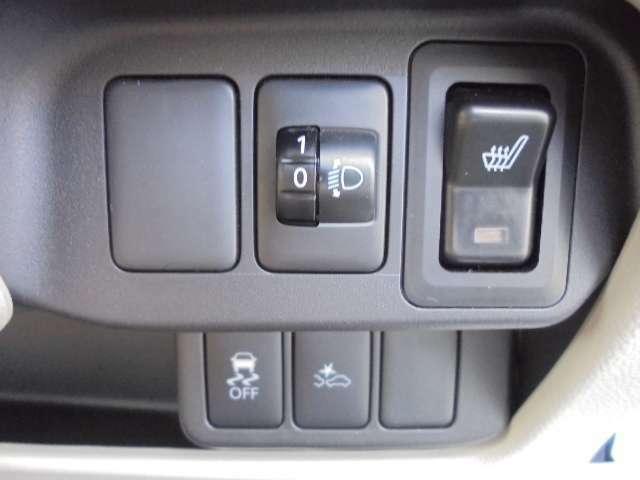 シートヒーター・ヘッドライト調整ダイヤル・衝突被害軽減ブレーキ・横滑り防止装置が付いております。