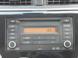 2DINサイズの純正CD&AM/FMチューナーが付いております。