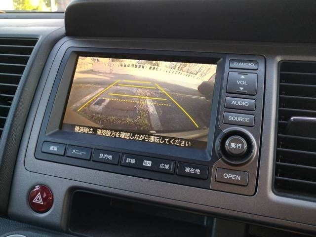 ナビゲーション付! ETC、GPSレーダー、テレビ&ナビキット、地デジチューナー等も取り付け可能です!バックカメラ付き!後方の視界がカラーで見れるので駐車も安心して行えます !