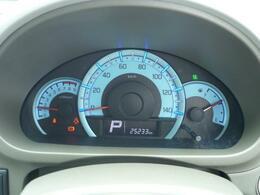 シンプルで見やすいブルーの照明が特徴的なスピードメーターです。おしゃれに見えませんか?
