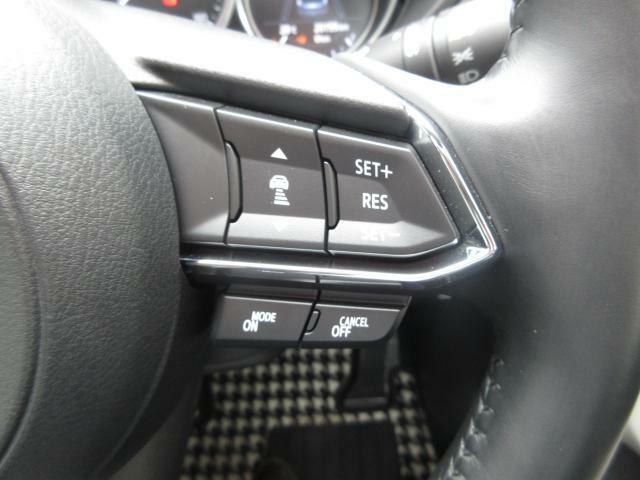 レ-ダークルーズコントロールを装備しておりますので、高速道路等を走行の際にアクセルペダルを踏まなくても車速や車間距離を一定に保ったまま走行するため疲労軽減に役立つ機能です♪
