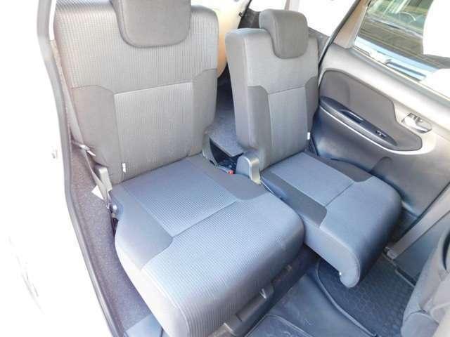 リヤシートはシートスライド&リクライニング機構付き