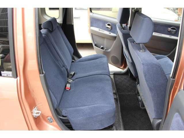 後部座席も使用間少なく、綺麗です。