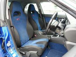 専用STIシートには切れ等も御座いません。人気のBRIDE製やRECARO製などのスポーツシートもお得な金額にてお取り付け可能です。お気軽に047-492-4000までお問い合わせ下さいませ。