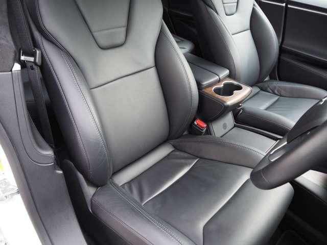 後期モデルですのでシート形状もホールド性が高く、ゆったり乗ることができるシートとなっております。シートヒーター付パワーシートとなっております。ヘタリも無くとてもきれいな状態です。