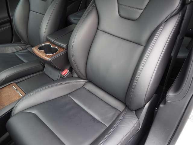 助手席側のシートです。こちらもシートヒーター付のパワーシートとなっております。こちらもヘタリ等無くきれいな状態です。