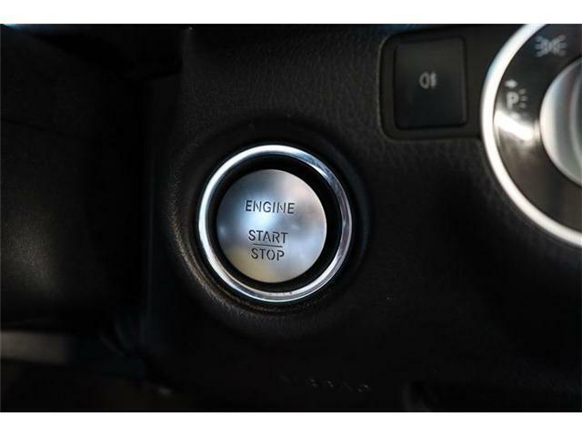 付いてて便利!とても人気の高い装備のキーレスゴー。 キーを携帯しているだけで、ドアロックの開閉並びにエンジンの始動が可能な装備です。プッシュスタートですのでエンジンの始動もボタンを押すだけです