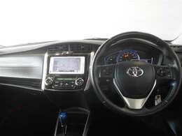 ブラックを基調としたクールでスポーティーなデザインの運転席周り。