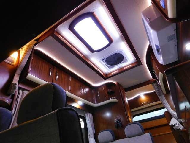 室内天井収納庫 LED照明 マックスファンベンチレーター