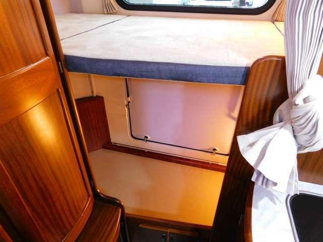後部ベッドサイズ 幅182cm奥行き87cm ベッド下トランク ペットと一緒の旅にも最適!