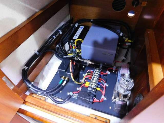 4サブバッテリー 走行充電 外部電源 外部充電 1500Wインバーター インバーターリモコン