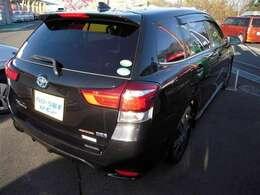 人気の黒フィールダーハイブリットです。ガソリンを気にせずドライブを楽しみましょ!