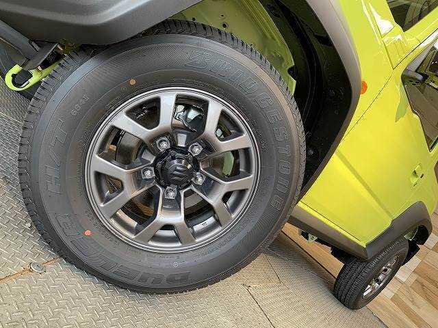 純正アルミ装備!スタッドレスタイヤのお取り扱いもございます。