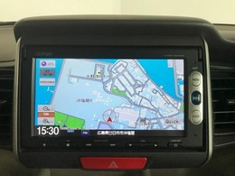こちらのお車のナビはCD/DVDの再生・ワンセグTVの視聴・Bluetoothの接続ができます!!