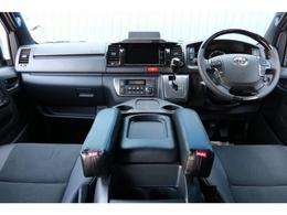 未登録新車 ハイエースV スーパーGL 特別仕様車『ダークプライムII』 2000cc ガソリン 2WD 小窓付き