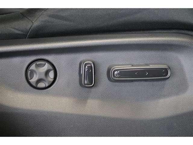 電動でスライドするパワーシート付きです。力要らずシートの調整ができるので楽ですよ♪