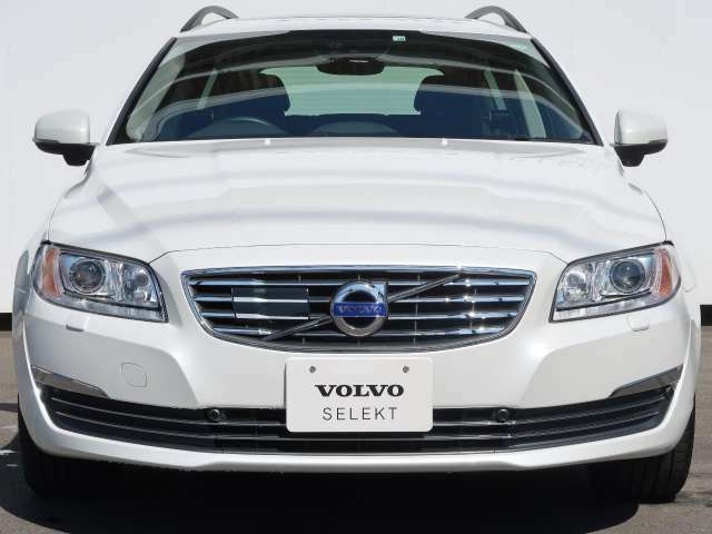 当店の認定中古車(VOLVO APPROVED CAR)はメーカー基準の車齢・走行に応じた内外装・機関の176項目もの項目に厳密な点検を実施。すべての基準を満たした自信を持ってお届けする中古車です。