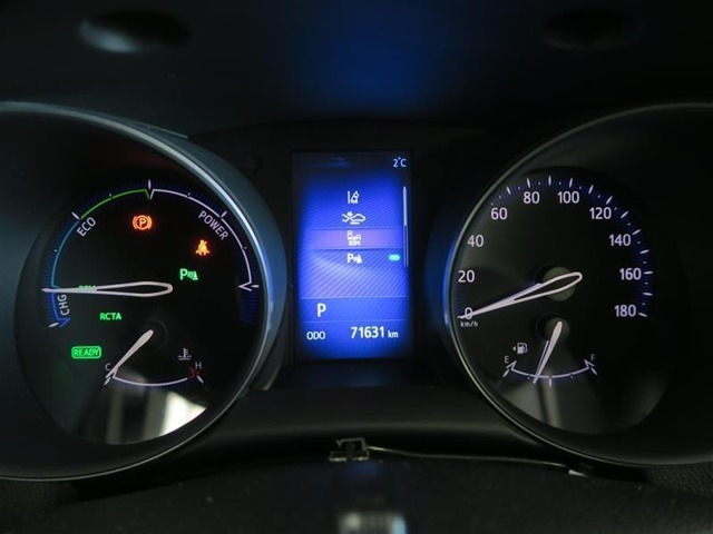 青い発光部はマルチインフォメーションディスプレイです。走行に関する情報をドライバーに提供いたします。