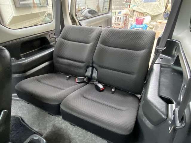 後部座席も、ゆったりするのに十分なスペースが確保されています!