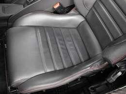 運転席座面に目立つシワ、汚れ、擦れなどもなく非常に綺麗な状態です。