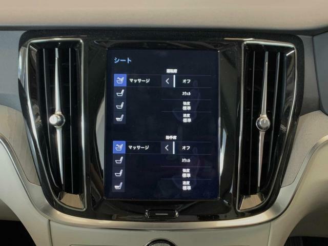 コクピットには物理的なボタンがほとんど存在せず、代わりに9インチタッチスクリーン式センターディスプレイが中央に配置され、画面の操作はスマートフォンのように簡単で直接的で、手袋着用のまま操作が可能です