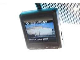 今や必需品の純正ドライブレコーダー装備です。