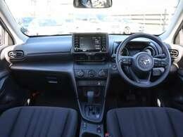 【 前席全体 】'20/08末に発売のヤリスクロスが入荷!新プラットフォームTNGA採用で走り・燃費・安全性を追求!充実した装備と約20km/Lという低燃費、取り回しの良さで気軽に使いたくなる一台です!