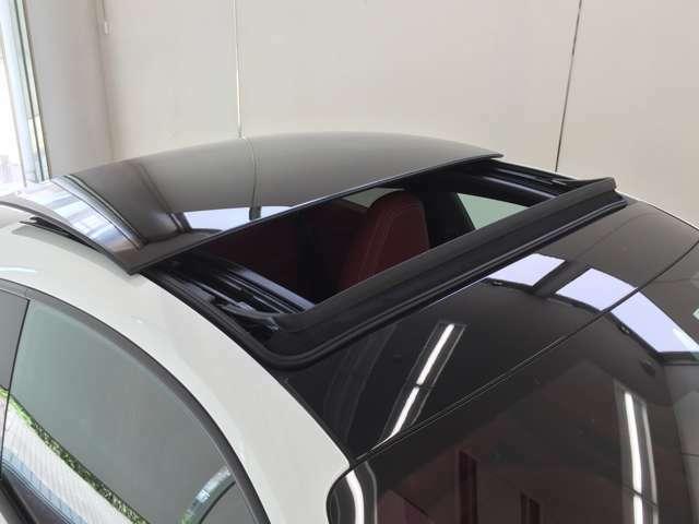 軽量遮音ガラスは複合素材による軽量のセーフティガラスを使用しており、室内の音響を改善するほか、高周波の風切り音や回転音が低減されます。