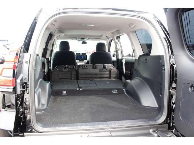 大容量のラゲージルーム♪セカンドシートの格納も可能です。