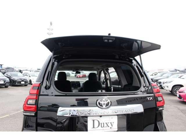 バックドアガラスハッチは狭いスペースでも荷物を載せるのに重宝します。